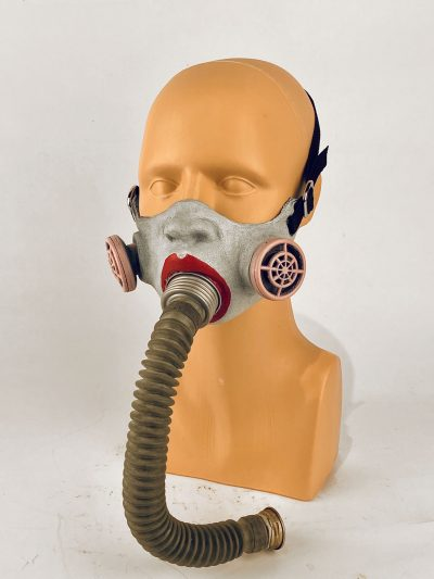 Annie(thesia) - gas mask