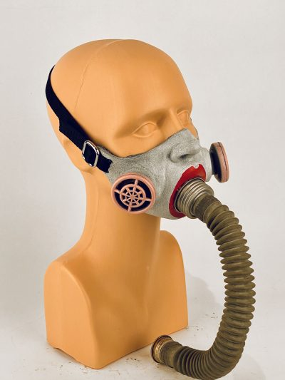 Annie(thesia) - gas mask, 3/4 view