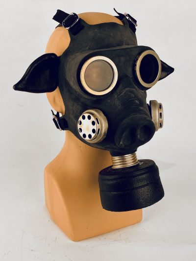Pig - gas mask, 3/4 view